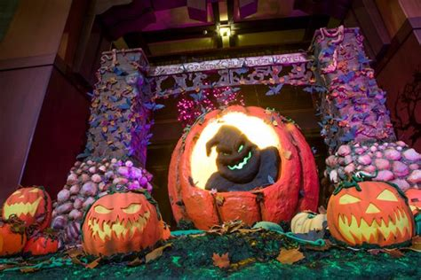 Disneyland Hotels Offer Trick or Treating and Halloween