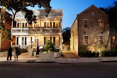 9 Wildly Famous Restaurants In South Carolina That Are