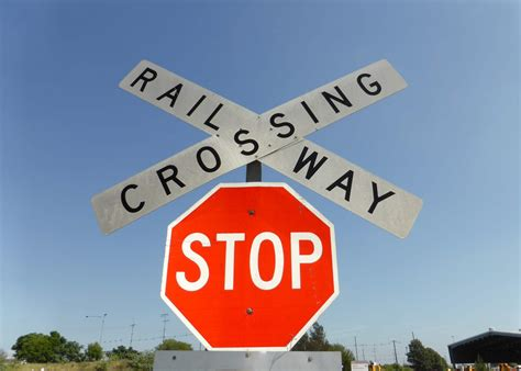 Rules for railway level crossings   Driver Knowledge Test