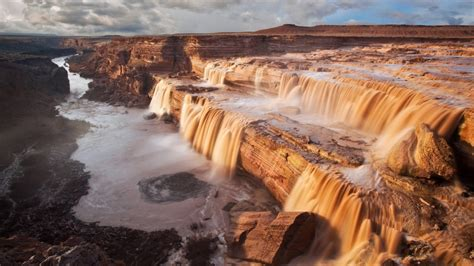 Top 5 most interesting waterfall hiking trails in the US