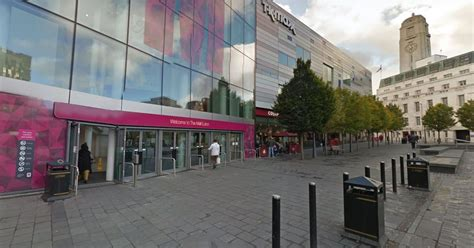 Double stabbing at The Mall, Luton leaves blood trail