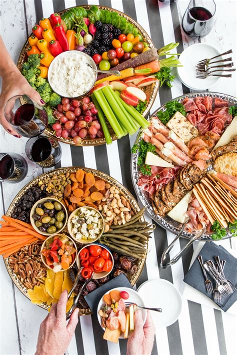 Holiday Charcuterie Board Appetizers #canaryandking #