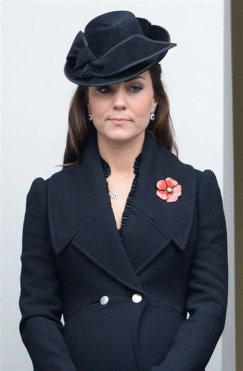 [PIC] Kate Middleton Showing a Baby Bump at Remembrance