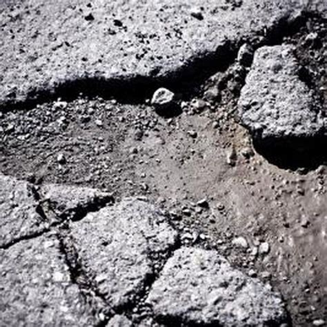 How to Use QUIKRETE Blacktop Patch | eHow | Diy driveway