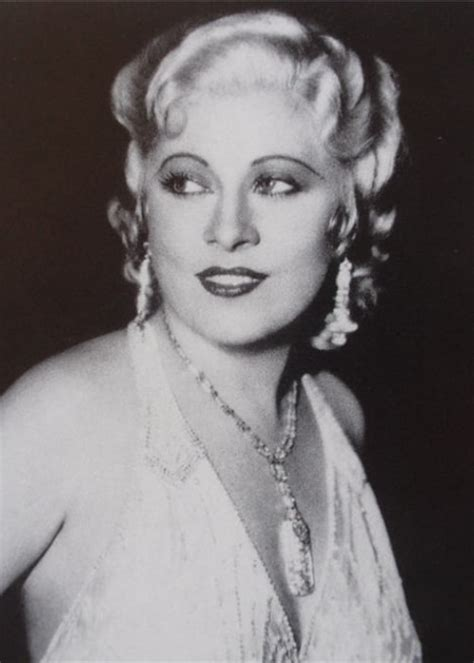 Mae West Height, Weight, Age, Boyfriend, Facts, Biography