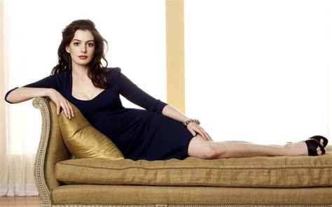 Bride Wars Actress Anne Hathaway Wallpapers | HD