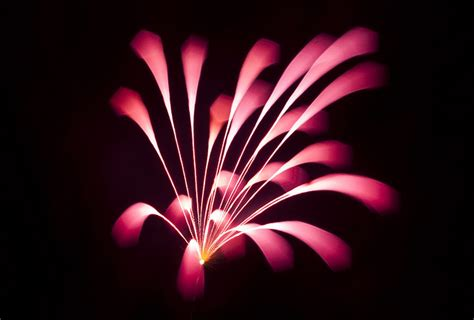Beautiful Pull Focus Long Exposure Fireworks Photos (and